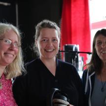 Die Gäste Petra Wolf, Sonja Putz und Moderatorin Lotte Stevens