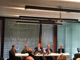 Ein Bild bei der Pressekonferenz von Kristina Geist, Prof. Dr. Udo X. Kaisers, Dr. Ortraud Beringer, Professor Dr. Klaus-Michael Debatin,
